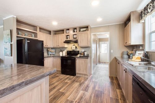 Kitchen-in-THE TRADITION 3268-at-International Homes-Middlesboro-in-Middlesboro