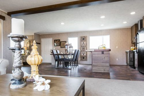 Greatroom-and-Dining-in-THE BREEZE II-at-Clayton Homes-Dyersburg-in-Dyersburg