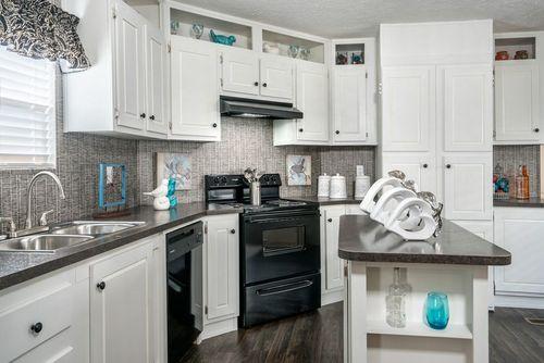 Kitchen-in-VISION EXTREME 76 C-at-Clayton Homes-Corbin-in-Corbin