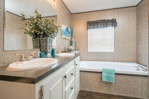 Bathroom-in-VISION EXTREME 76 C-at-Clayton Homes-Corbin-in-Corbin