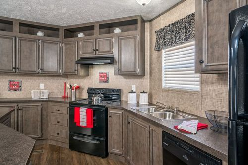 Kitchen-in-BLAZER EXTREME 76 C-at-Clayton Homes-Tallahassee-in-Tallahassee
