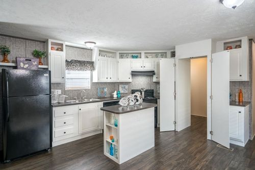 Kitchen-in-VISION EXTREME 76 C-at-Clayton Homes-Belpre-in-Belpre