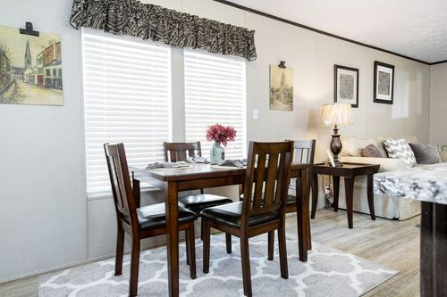 Dining-in-BLAZER EXTREME 76 D-at-Luv Homes-Kingsport-in-Kingsport