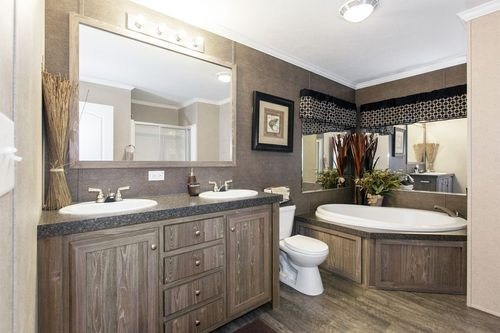 Bathroom-in-BAM28564A-at-Oakwood Homes-Greenville-in-Greenville