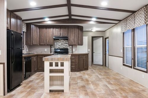 Kitchen-in-DECISION MAKER 16763B-at-Clayton Homes-Brookshire-in-Brookshire