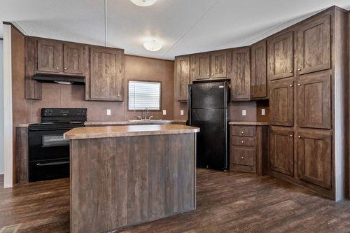Kitchen-in-MAXIMIZER 16763A-at-Clayton Homes-Waco-in-Waco