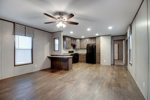 Kitchen-in-DECISION MAKER 16603B-at-Clayton Homes-Donna-in-Donna