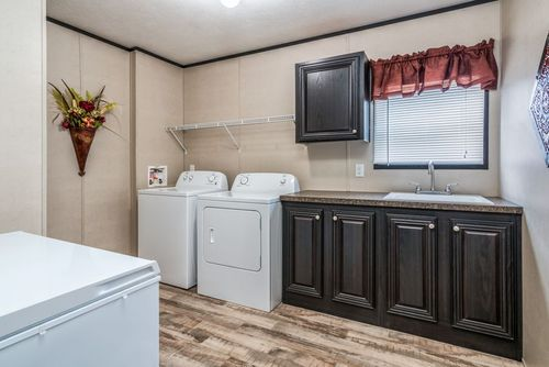 Laundry-in-VALUE II VAR18804T-at-Clayton Homes-Mabank-in-Mabank