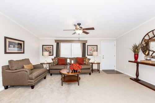 Greatroom-in-PALERMO 6428-500-6-at-Clayton Homes-Bloomsburg-in-Bloomsburg