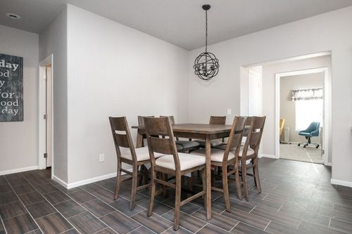 Dining-in-SIGNATURE PLUS-at-Clayton Homes-Snowflake-in-Snowflake