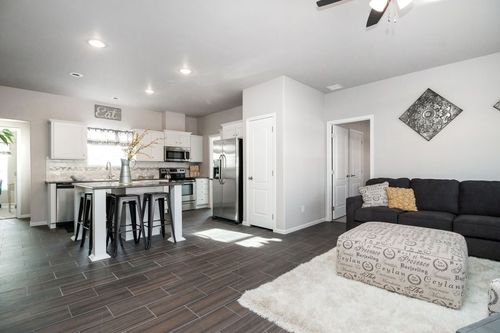 Kitchen-in-SIGNATURE PLUS-at-Clayton Homes-Snowflake-in-Snowflake