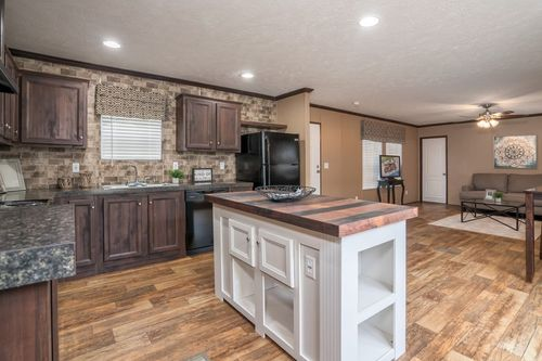 Kitchen-in-THE WINN-at-Clayton Homes-Neosho-in-Neosho