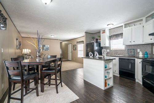 Kitchen-in-VISION EXTREME 76 C-at-Freedom Homes-Opelika-in-Opelika