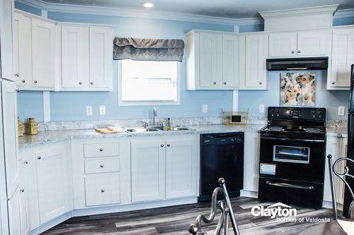 Kitchen-in-THE CINNAMON CAY-at-Clayton Homes-Valdosta-in-Valdosta