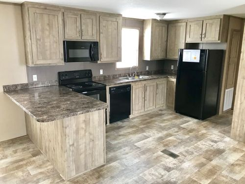 Kitchen-in-MAXIMIZER 16562Z-at-Clayton Homes-Donna-in-Donna