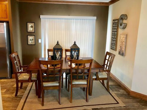 Dining-in-THE YUKON-at-Clayton Homes-Donna-in-Donna