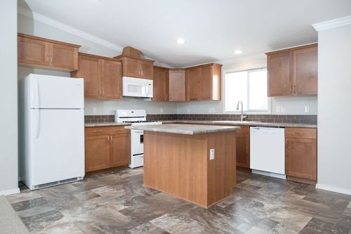 Kitchen-in-KS2750B-at-Clayton Homes-Chino Valley-in-Chino Valley