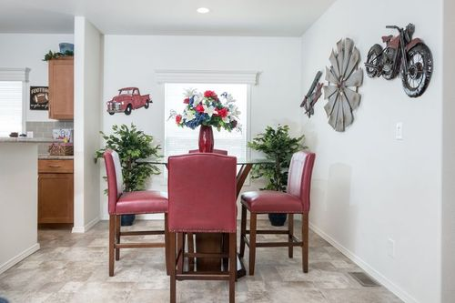 Dining-in-KS2760A-at-Clayton Homes-Snowflake-in-Snowflake