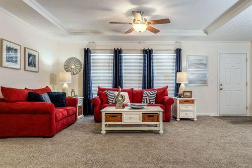 Greatroom-in-2467 HERITAGE-at-Oakwood Homes-Newton-in-Newton
