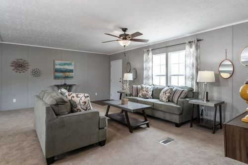 Greatroom-in-TRADITION 3268B-at-Clayton Homes-Corinth-in-Corinth