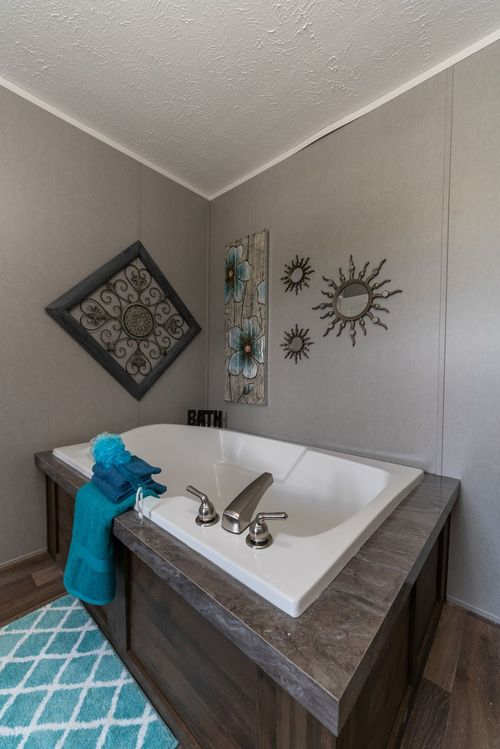 Bathroom-in-TRADITION 3268B-at-Clayton Homes-Corinth-in-Corinth