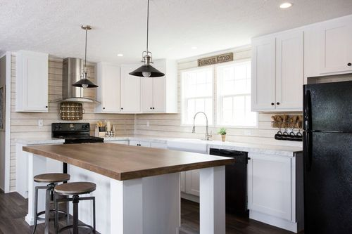 Kitchen-in-ISLAND BREEZE-at-Clayton Homes-Hixson-in-Hixson