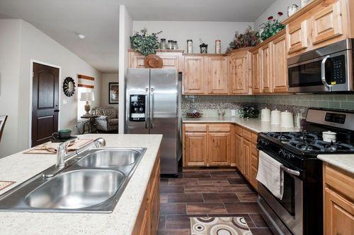 Kitchen-in-GRAND TETON-at-Clayton Homes-Glendale-in-Glendale