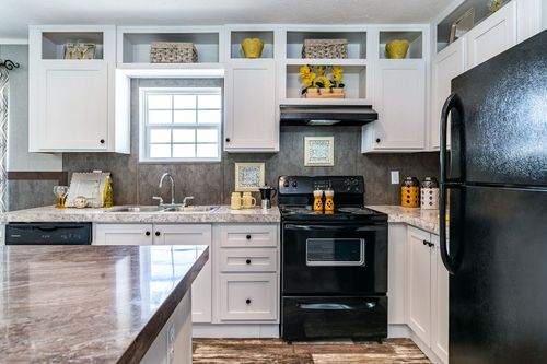 Kitchen-in-TRADITION 2868B-at-Clayton Homes-Como-in-Como