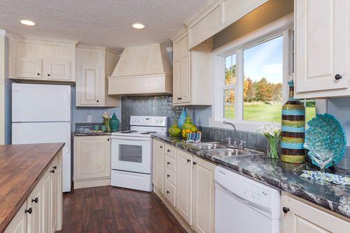 Kitchen-in-7130 VILLA 4828-at-Oakwood Homes-Spartanburg-in-Spartanburg