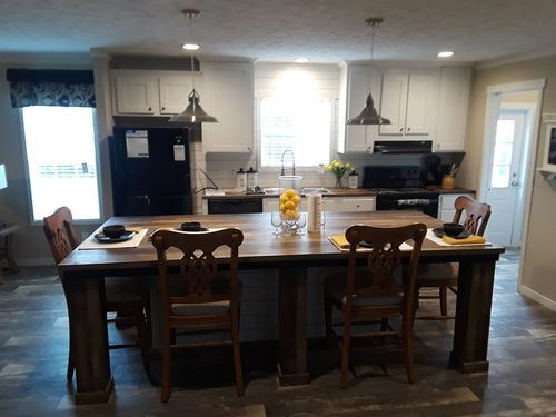 Kitchen-in-ANSWER M375-at-Clayton Homes-Florence-in-Florence