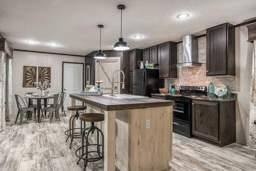 Kitchen-in-7616-500 AMERICAN FARMSTEAD-at-Clayton Homes-Effingham-in-Teutopolis