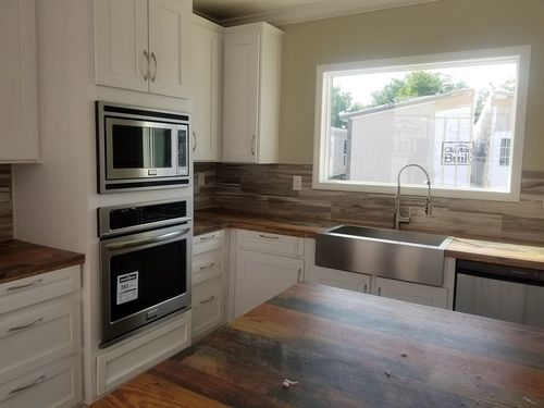 Kitchen-in-THE JACKSON-at-Clayton Homes-New Braunfels-in-New Braunfels