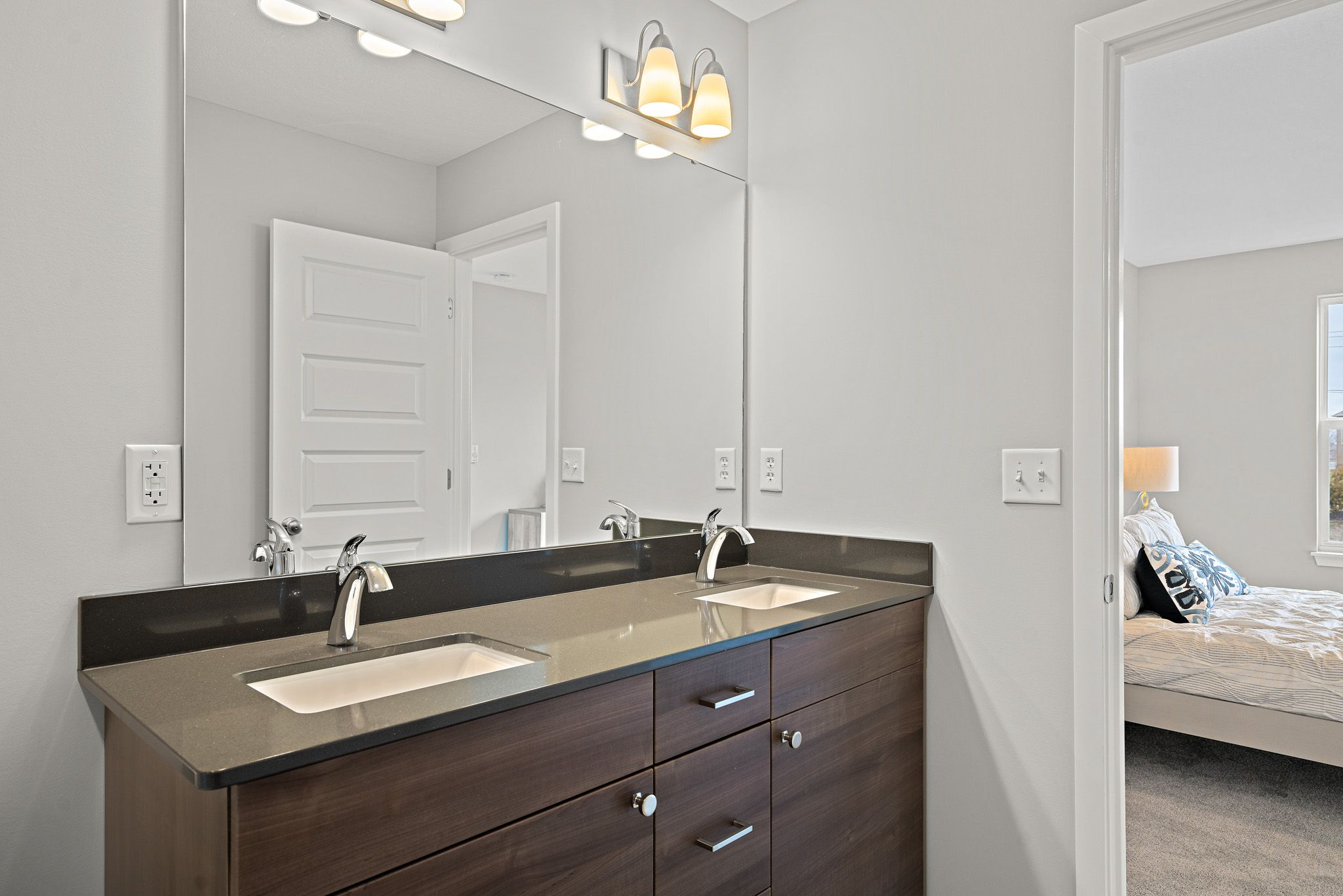 Bathroom featured in the sienna By clover & hive in Des Moines, IA