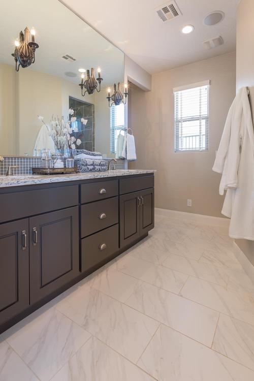Bathroom-in-Crimson-at-BRIO-in-Washington
