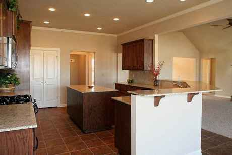 Kitchen-in-Breckenridge-at-Fox Pointe-in-Disney
