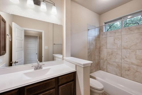 Bathroom-in-Design 2539-at-Estates at The Woods of Boerne-in-Boerne