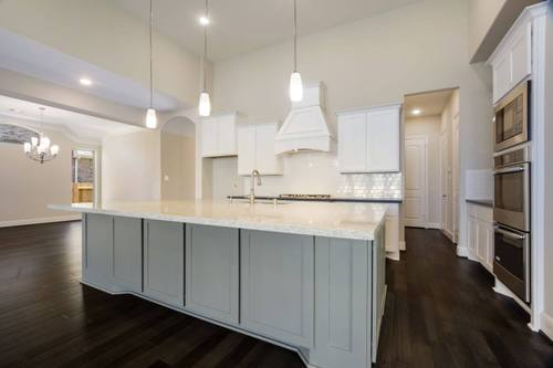 Kitchen-in-Design 6870-at-Avalon at Spring Green 75'-in-Katy