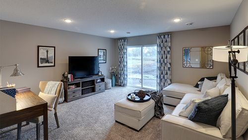 Greatroom-in-Rushmore-at-Copper Ridge Raised Ranch Homes-in-Woodbury