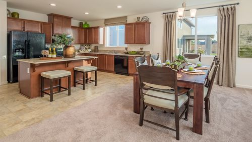 Kitchen-in-Lassen-at-Laredo-in-Lemoore
