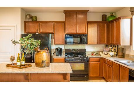 Kitchen-in-Lassen-at-Laredo-in-Lemoore