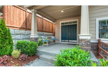 Front-Porch-in-Bridgewater-at-Belle Haven-in-Marysville