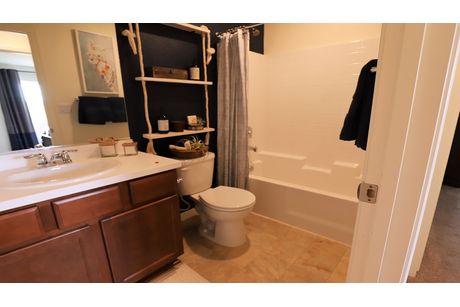 Bathroom-in-Cascade-at-Coventry II-in-Coalinga