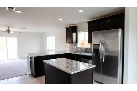 Kitchen-in-Cascade-at-Coventry II-in-Coalinga