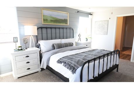 Bedroom-in-Willow-at-Coventry II-in-Coalinga