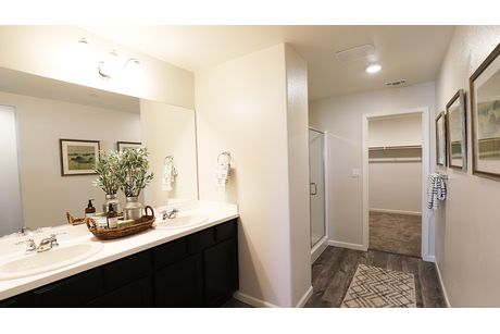 Bathroom-in-Willow-at-Coventry II-in-Coalinga