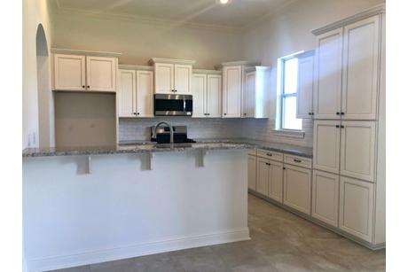 Kitchen-in-517 TUMBLE CREEK DR.-at-Pine Creek-in-Madisonville