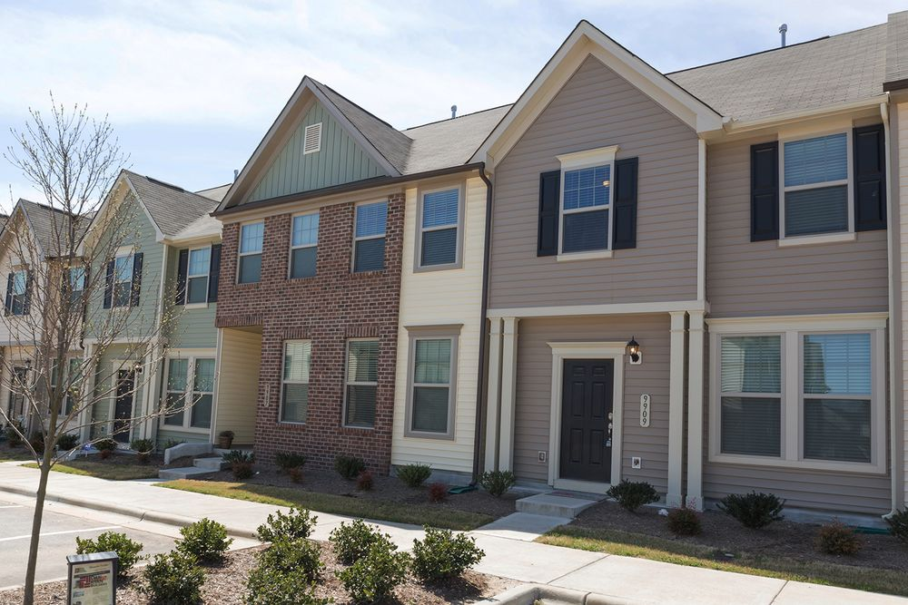 Mackintosh on the lake townhomes in burlington nc by dan for Home builders in burlington nc