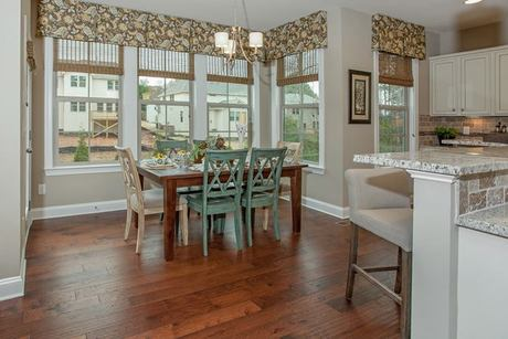 Dining-in-Arlington-at-Mackintosh on the Lake–Single Family-in-Burlington