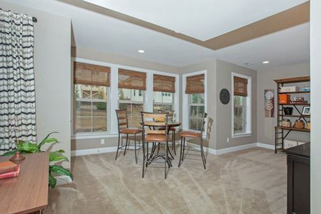 Breakfast-Room-in-Arlington-at-Mackintosh on the Lake–Single Family-in-Burlington