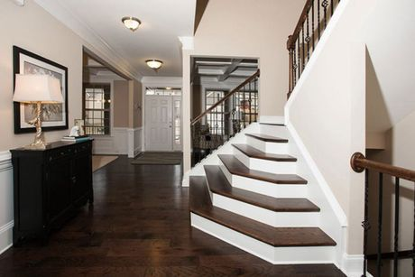 Stairway-in-Stonehaven-at-Mackintosh on the Lake–Single Family-in-Burlington